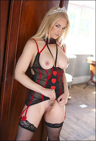 Sarah Vandella - The Size Queen